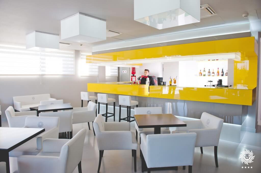 2- HOTEL LEON(c)